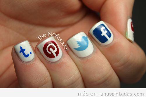 Dibujo de los logos de las redes sociales en tus uñas pintadas