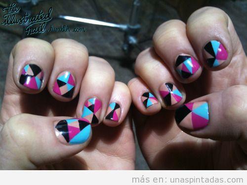 Nail Art con colores que recuerdan a un caleidoscopio