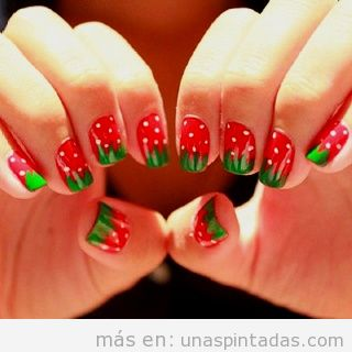 Uñas decoradas con fresas
