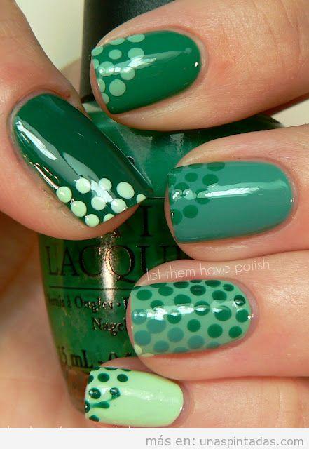 Diseño de unas basado en diferentes tonos de verde y lunares