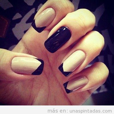 Diseño de uñas con bloques de colores de nude y negro