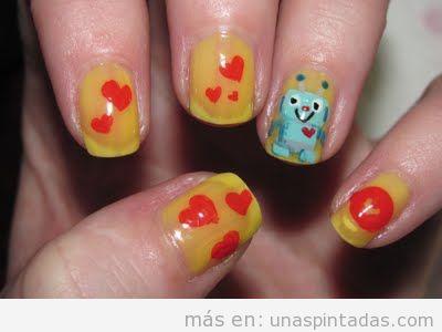Diseño de uñas con dibujo de un Robot con corazones
