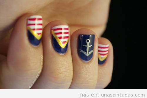Decoración de uñas al estilo marinero, navy