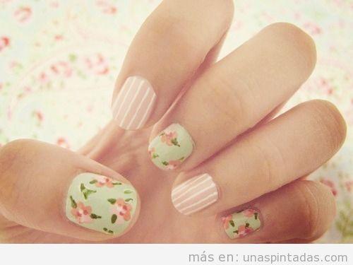 Nail Art con rayas y rosas pintadas al estilo vintage
