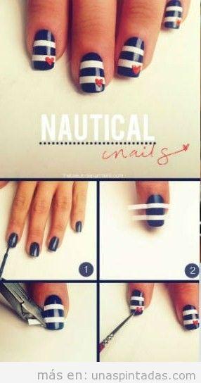 Diseño de uñas marinero paso a paso con tiras de cinta adhesiva