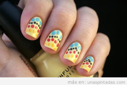 Decoración de uñas con lunares y colores vintage y retro