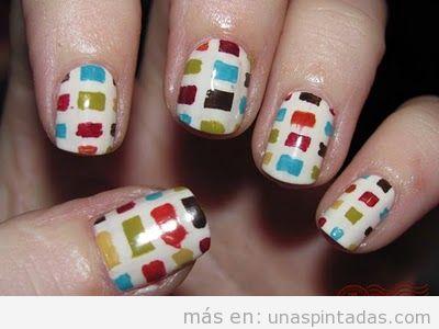 Nail Art con cuadrados de colores