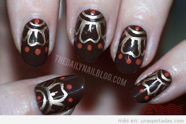 Nail Art basado en motivos geométricos y decorativos de la India