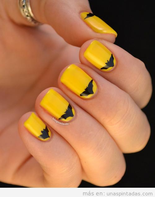 Diseño de uñas inspirado en Batman con dibujo de murciélago