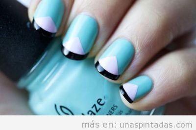 Diseño y decoración de uñas con triánglo azul y blanco, sencillo y fácil