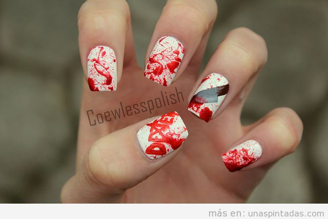 Uñas pintadas con salpicaduras de sangre inspiradas en la serie Dexter