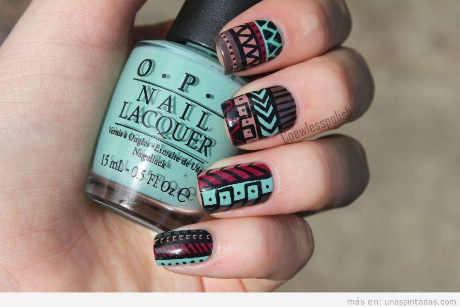 Diseño de uñas con inspiración geométricas tribal