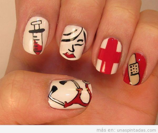 Decoración de uñas inspirada en enfermeras y médicos de hospital