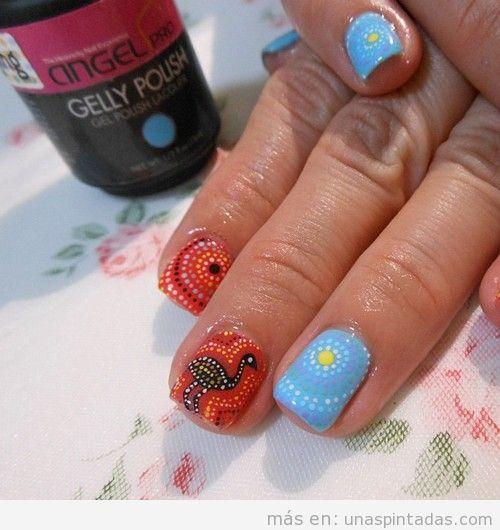 Diseño de uñas de puntitos mosaico tribal