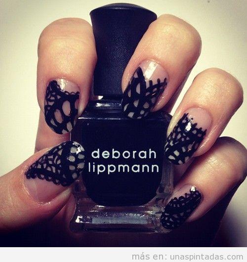 Nail Art con dibujo de encaje negro