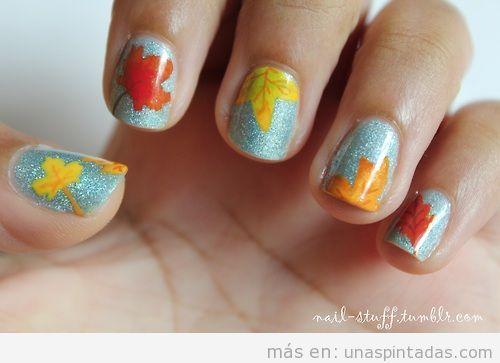 Diseño de uñas con dibujos de hojas secas de otoño