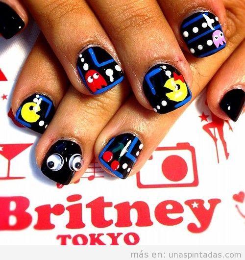 Diseño de uñas con dibujos de Pac-Man o Comecocos