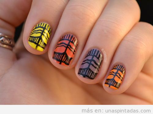 Diseño de uñas con estampado tribal de otoño