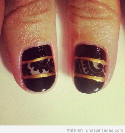 Decoración de uñas elegante y sofisticada con encaje en negro y dorado