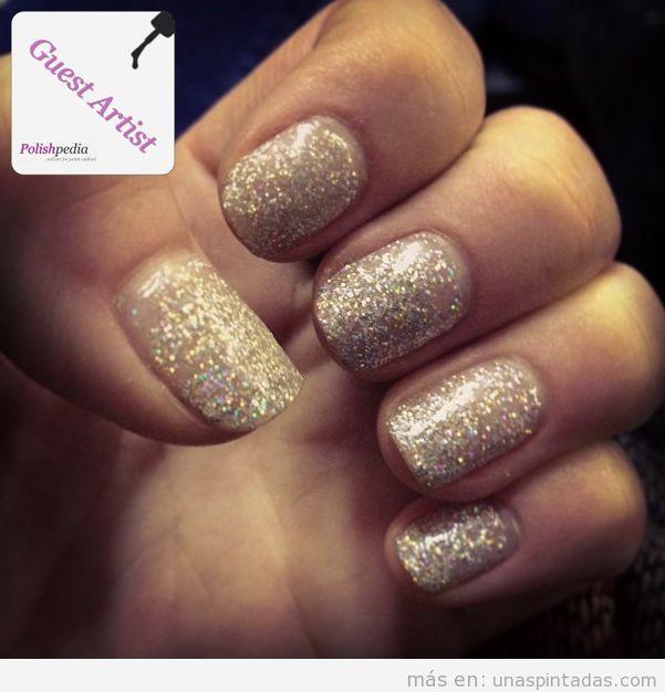 Decoración de uñas Nudé y dorado
