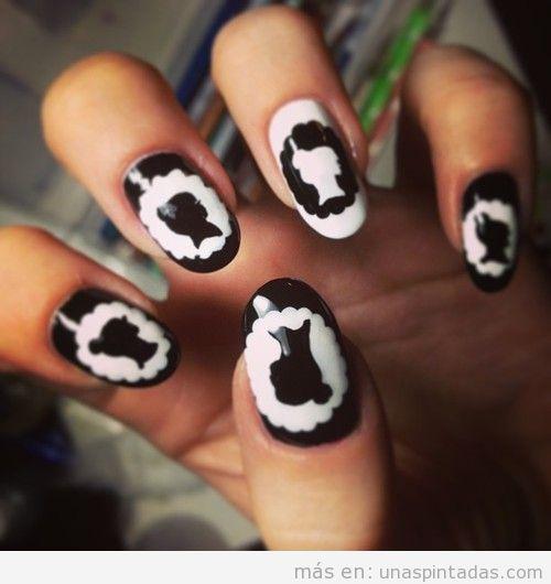Decoración de uñas con dibujos de siluetas victorianas, como camafeos, estilo romántico