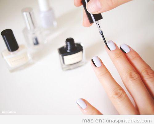 Decoración de uñas sencillo y fácil en blanco y negro