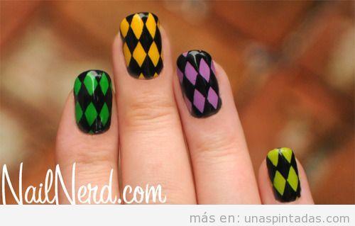 Diseño de uñas con diseño de arlequín para Carnaval