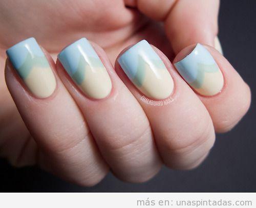 Decoración de uñas en tonos pastel con dibujo de cola de pez