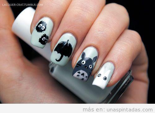 Decoración de uñas con dibujos de la película Mi vecino Totoro