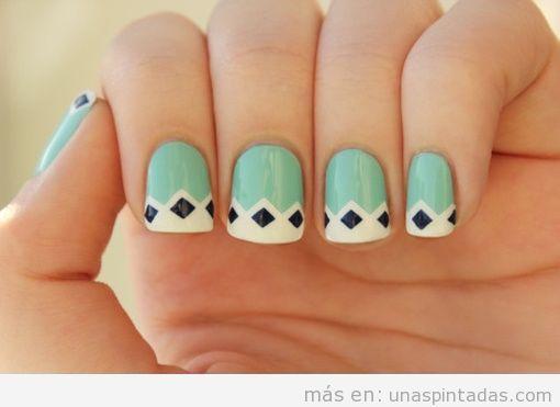 Decoración de uñas con rombos