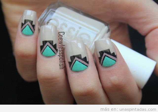 Diseño de uñas estilo tribal