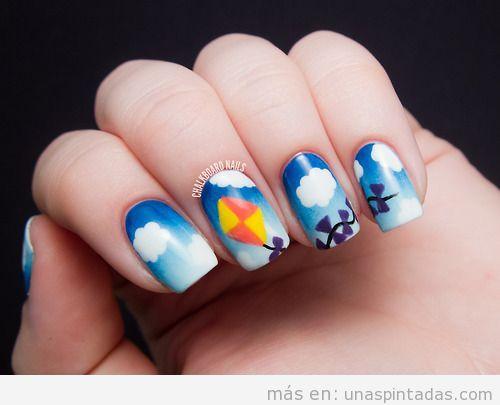 Diseño de uñas con dibujo de cometas, niños y cielo