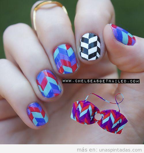 Decoración de uñas con estampado geométrico op art