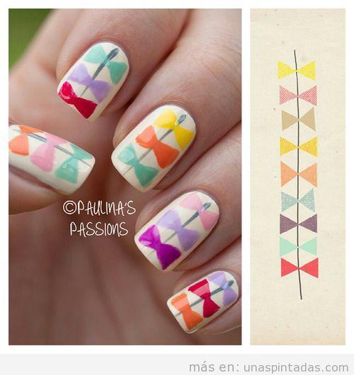 Diseño de uñas con lazos de colores en tonos pastel