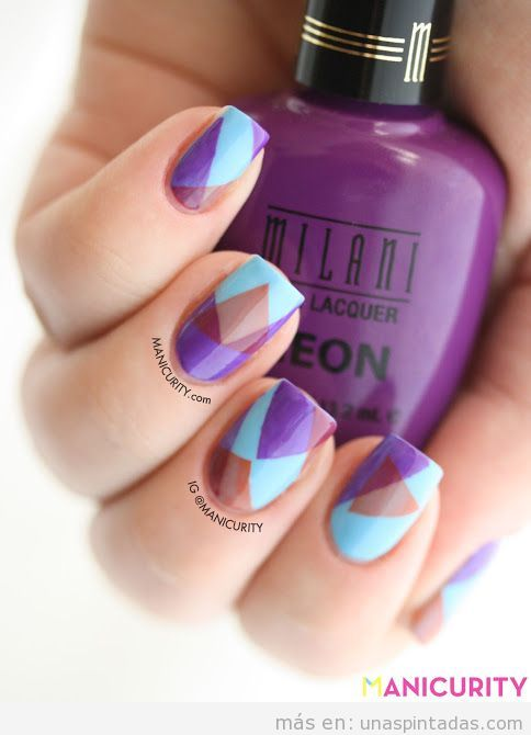 Diseño de uñas con triángulos superpuestos
