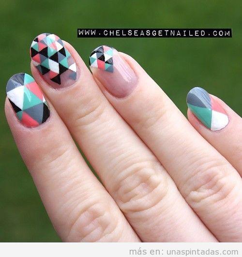 Decoración de uñas con triángulos de colores
