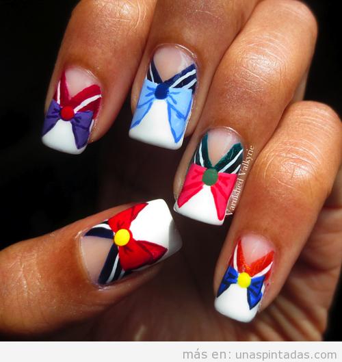 Diseño de uñas con el traje de las Sailor Moon