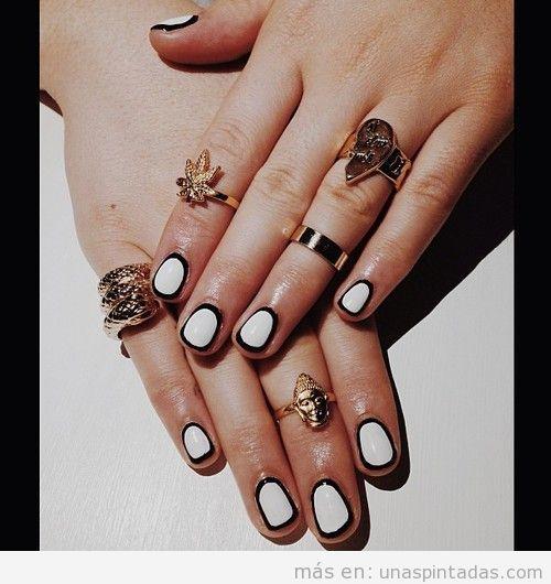 Decoración de uñas en blanco con bordes en negro, elegante y sencilla