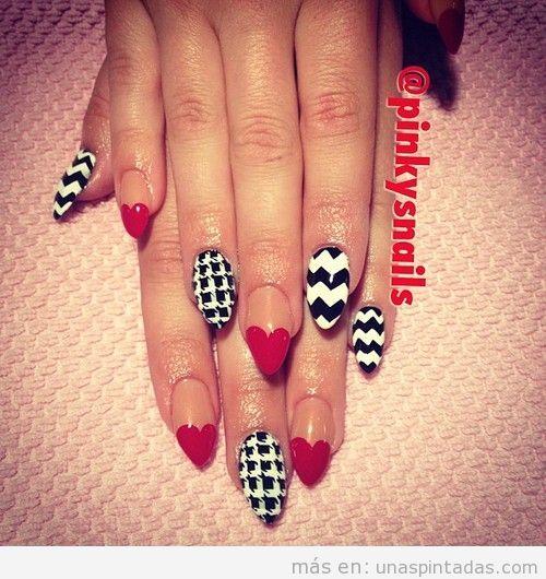 Decoración de uñas con corazón rojo y estampado de pata de gallo y zigzag