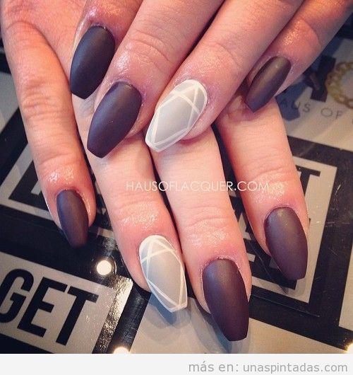 Diseño uñas elegante en negro y gris mate y estampado geométrico