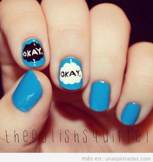 Diseño uñas azul nubes con palabra Okay