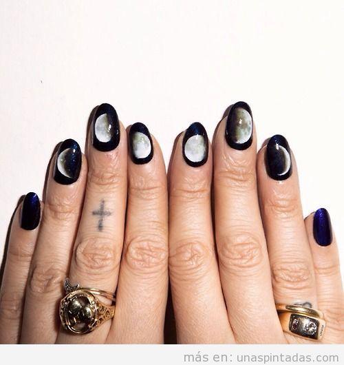 Decoración de uñas original con las fases lunares