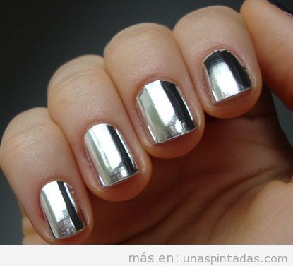 Decoración de uñas plateado, efecto espejo o papel aluminio