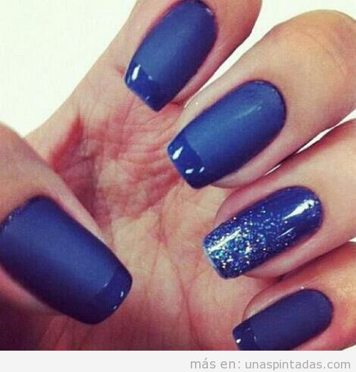 Nail Art azul marino mate