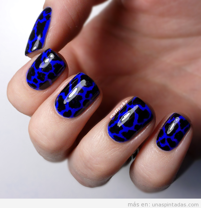 Nail Art estampado leopardo color azul y negro