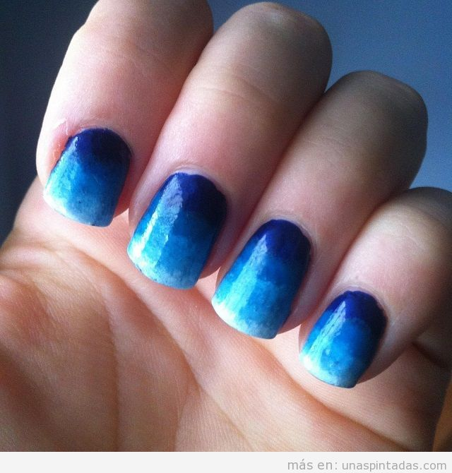 Nail Art degradado azul