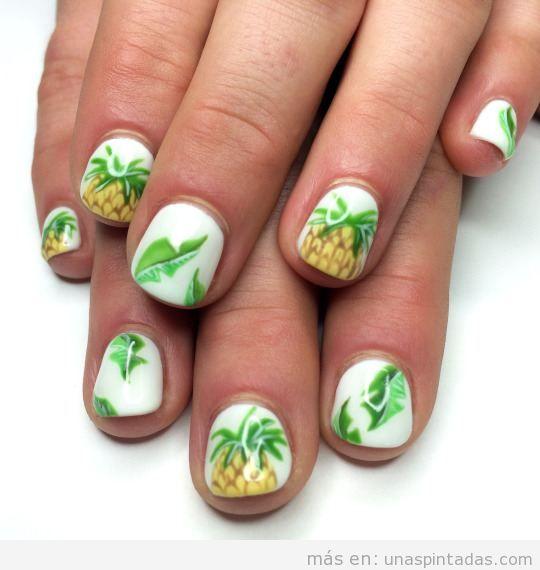 Diseños de uñas con dibujo de piña