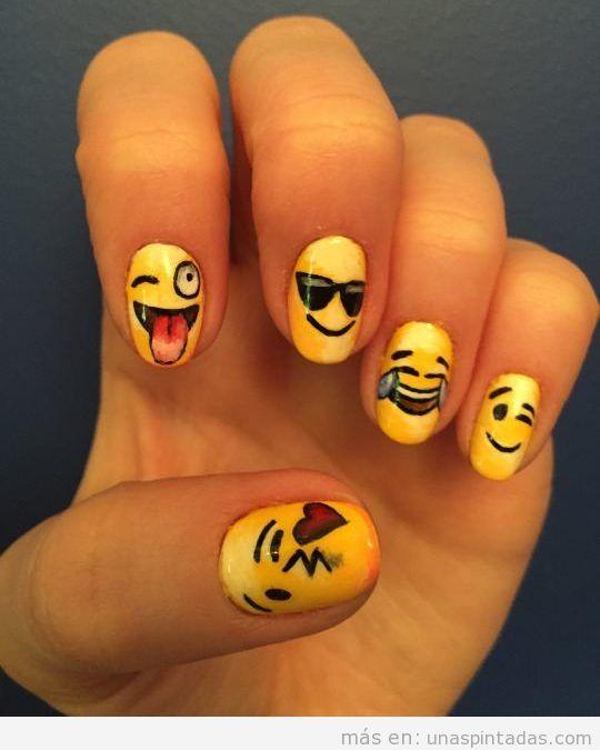 Uñas decoradas con emoticonos: Exprésate con tus uñas