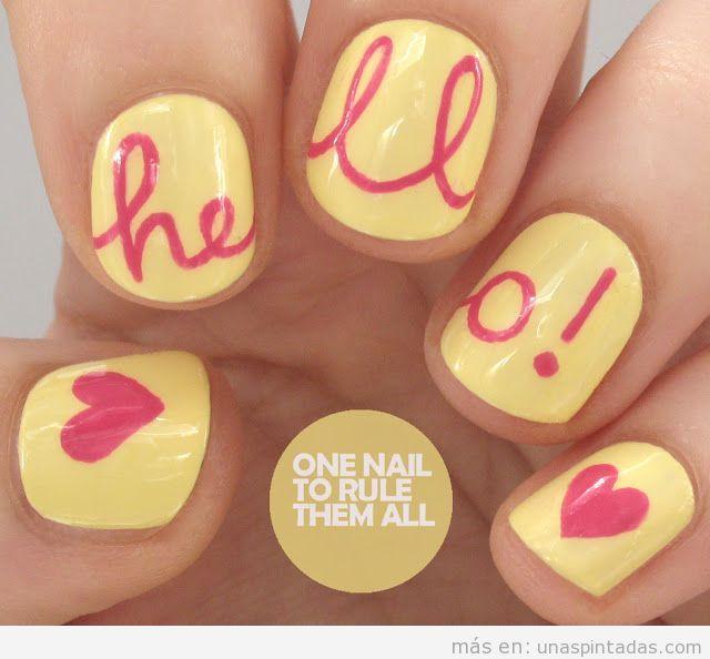 Diseño de uñas con la palabra Hello
