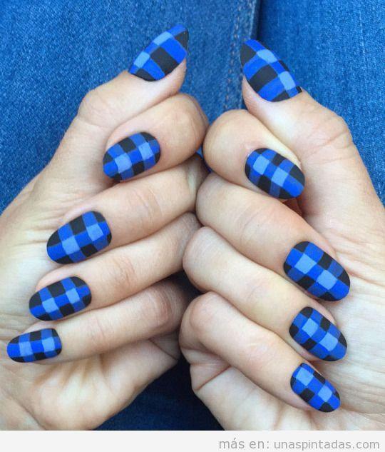 Nail Art estampado cuadros azul, otoño 2015
